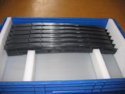 Plastic fixing elements for packaging