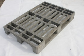 Manufacture of plastic pallets
